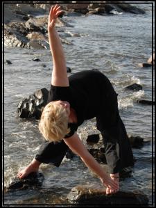 AA trekantstilling på stein ute i vannet